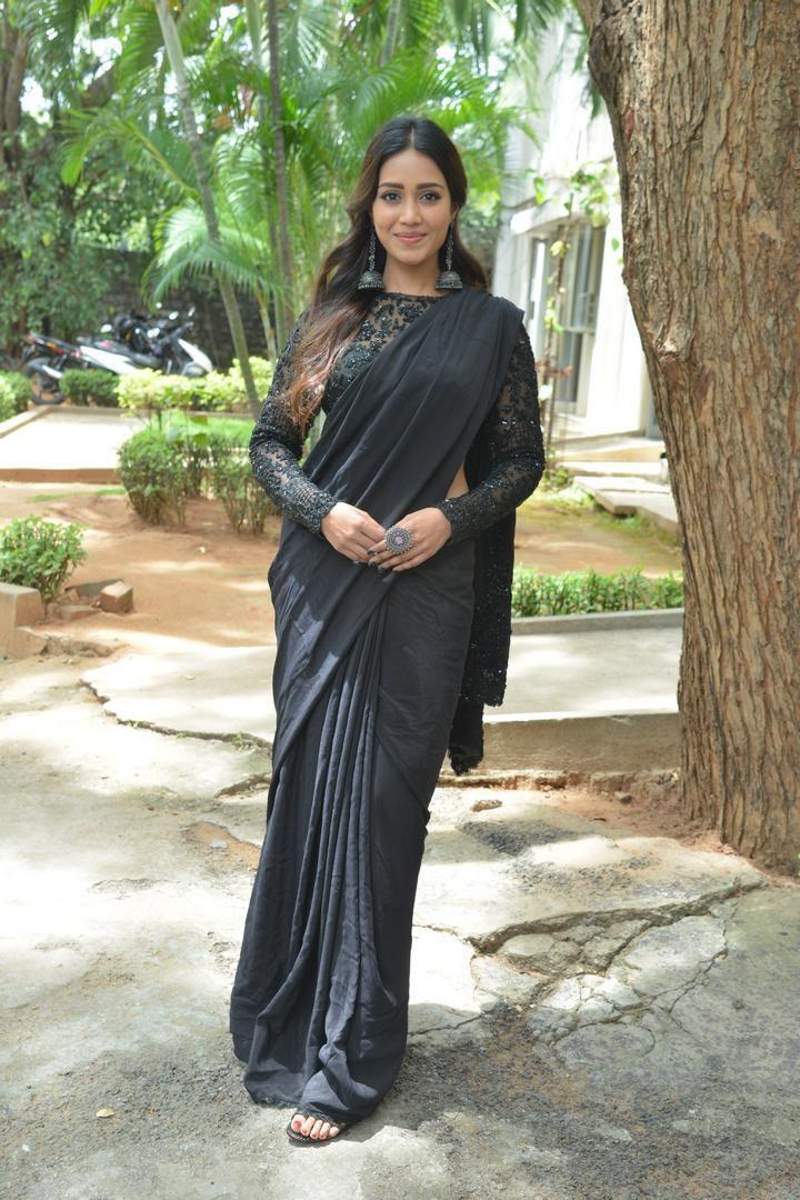 Nivetha Pethuraj in a black saree for paagal trailer launch-1
