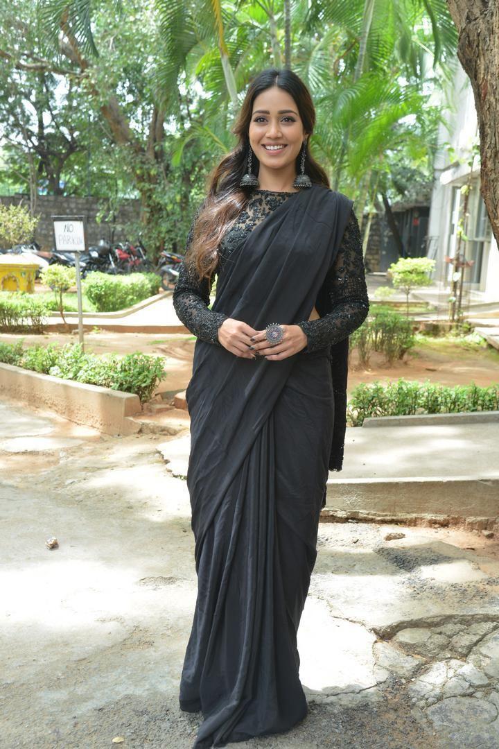 Nivetha Pethuraj in a black saree for paagal trailer launch-2