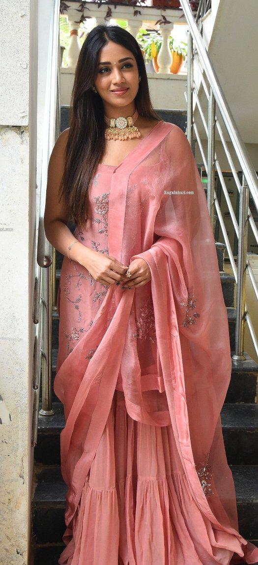 Nivetha pethuraj in salmon kurta set for Paagal movie interview-1