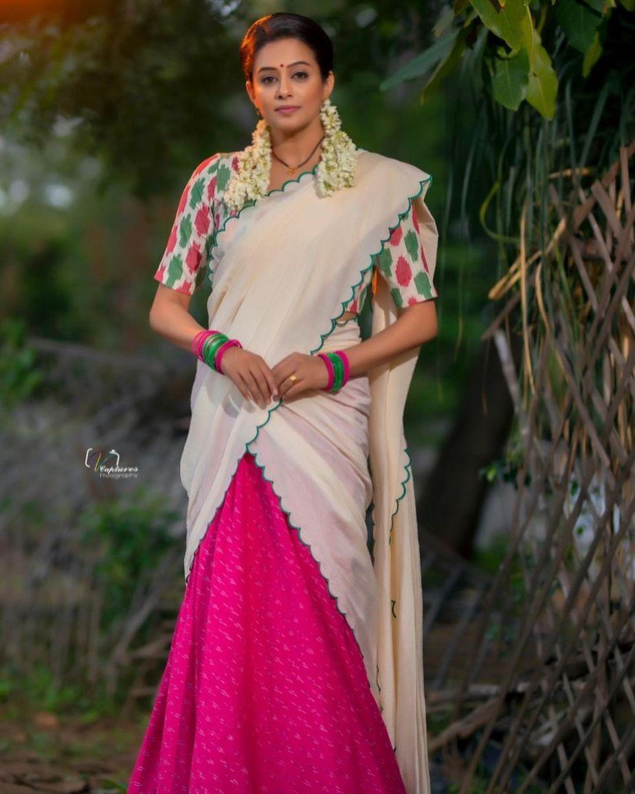 Priyamani raj in a handloom half saree by Feathers btq for dhee kings-2