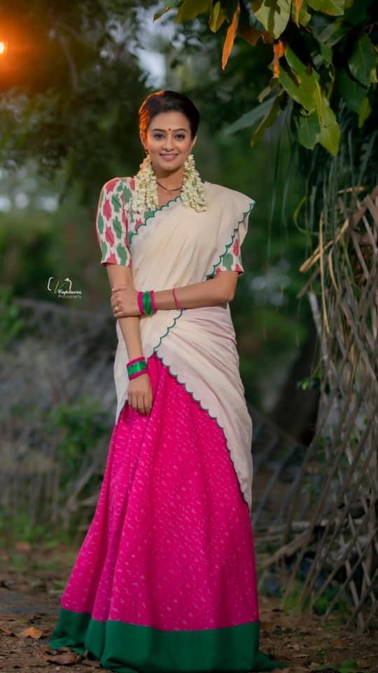 Priyamani raj in a handloom half saree by Feathers btq for dhee kings-4