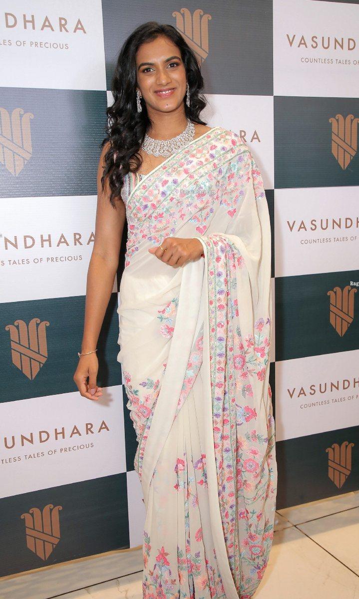 Pv sindhu in a white saree for vasundhara diamond roof opening-3