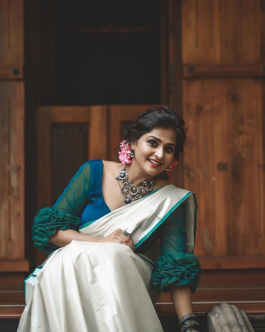 Ramya nambessan in a da amnz set saree for uthradam-4