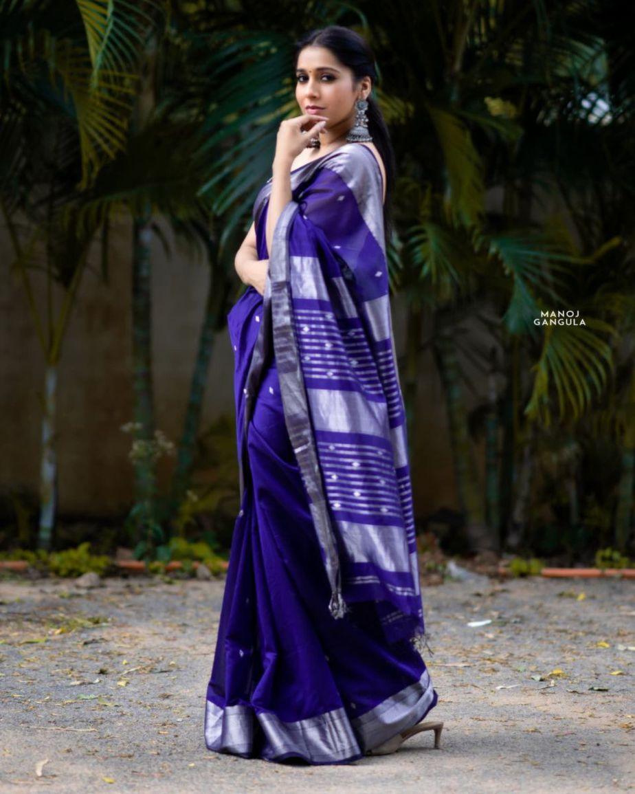 Rashmi Gautam in a navy blue saree by the pallu shop -1