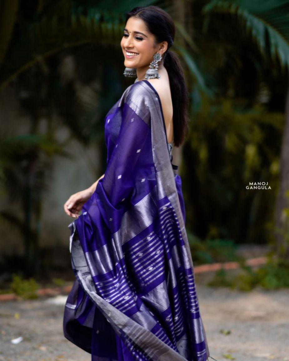 Rashmi Gautam in a navy blue saree by the pallu shop -3