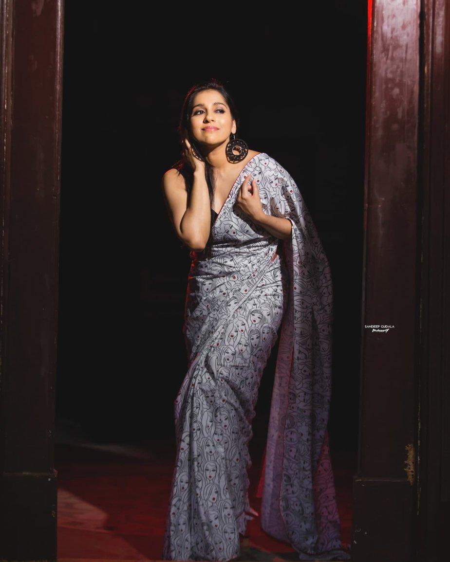 Rashmi Gautam in a printed saree by Duta Couture-1