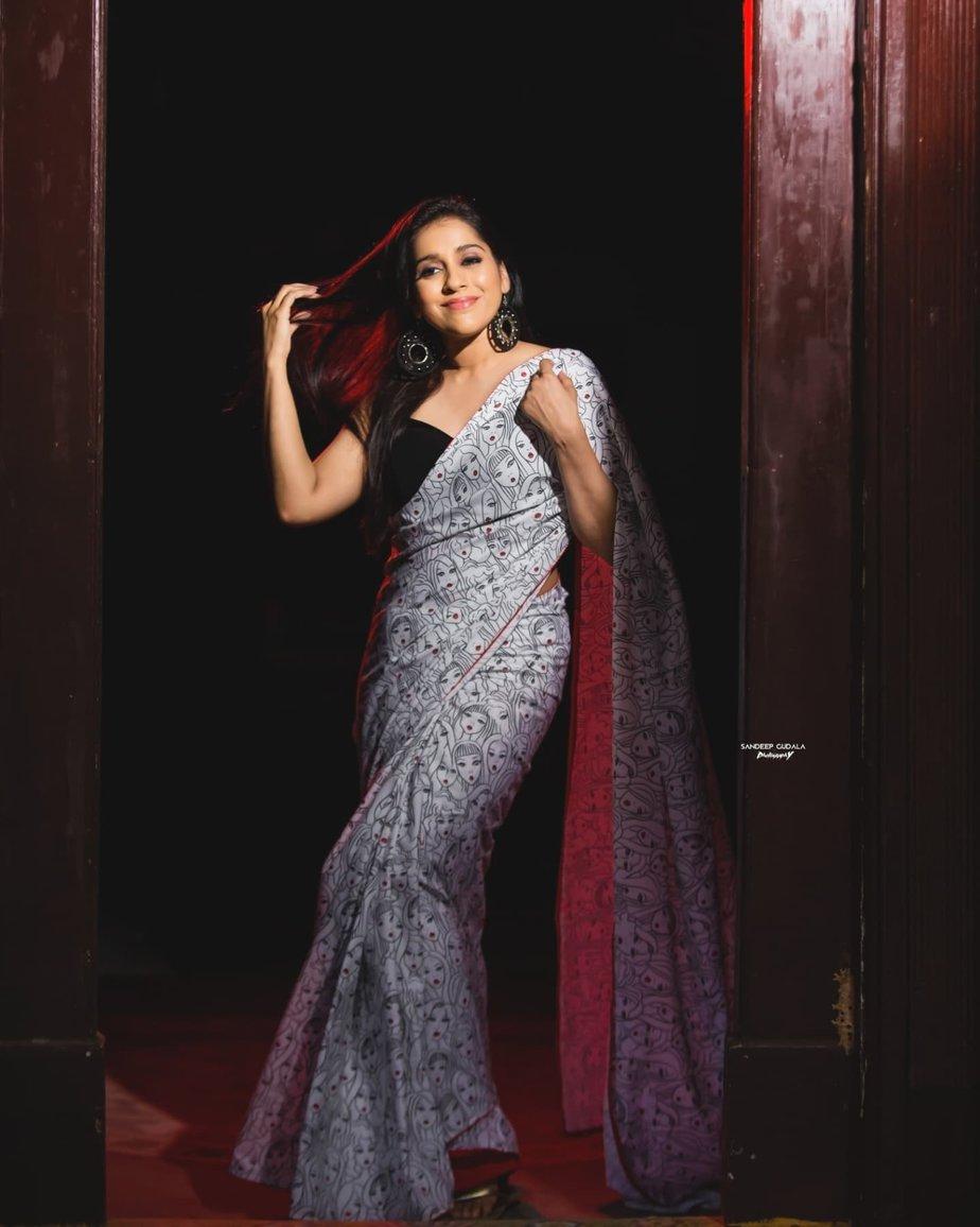 Rashmi Gautam in a printed saree by Duta Couture-2