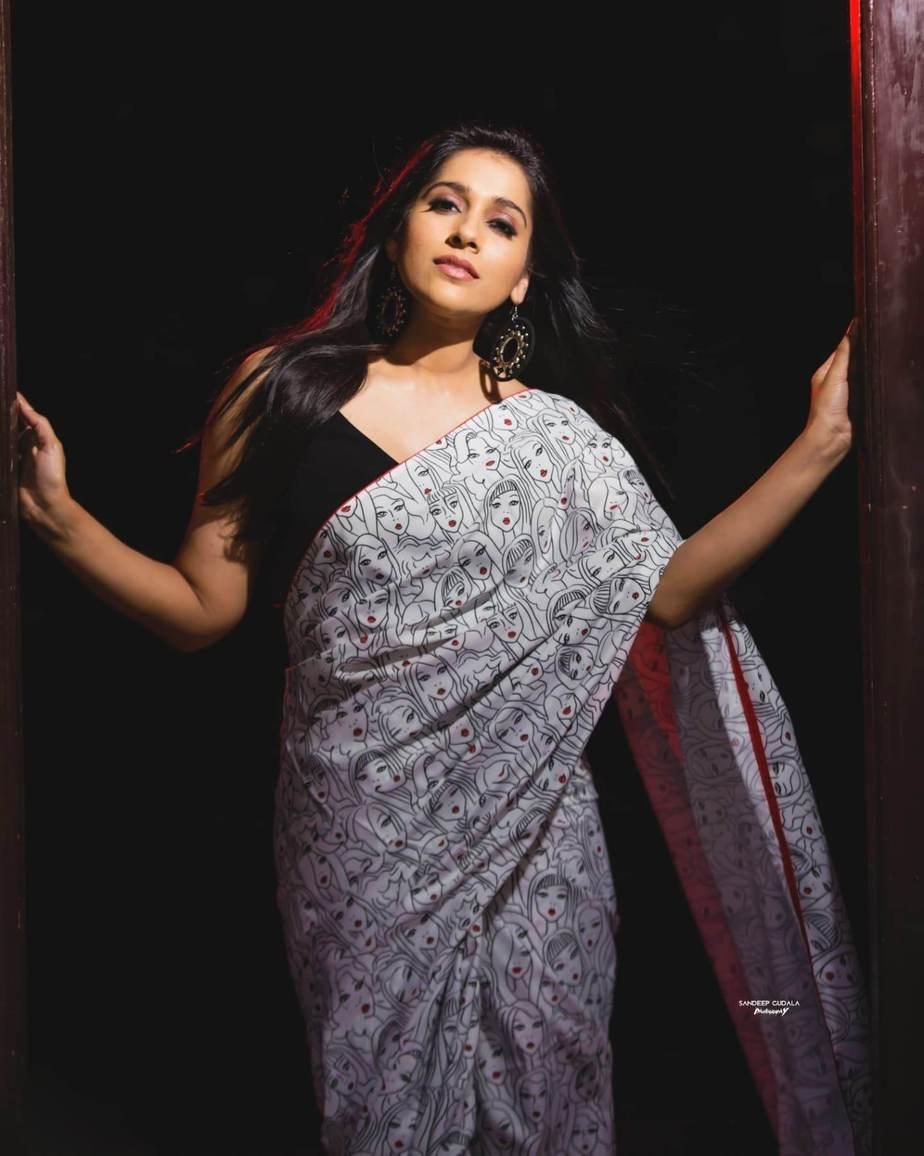 Rashmi Gautam in a printed saree by Duta Couture-4