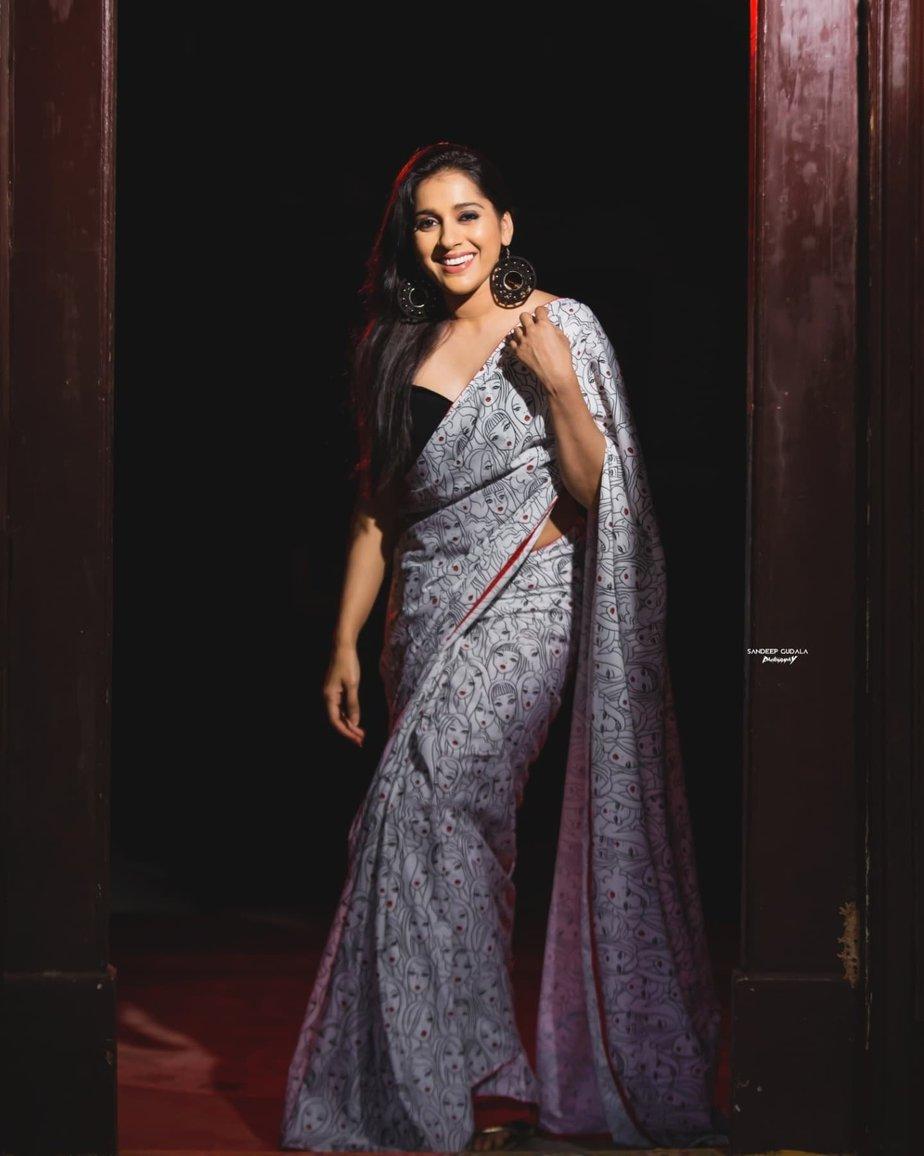 Rashmi Gautam in a printed saree by Duta Couture