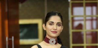 Ruhani sharma in black rouka saree for Nootokka Jillala Andagaadu interview-2 (1)