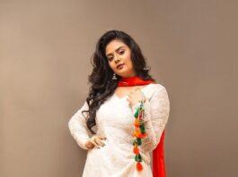 Sreemukhi in a white kurta-lehnga by rekhas for comedy stars-1