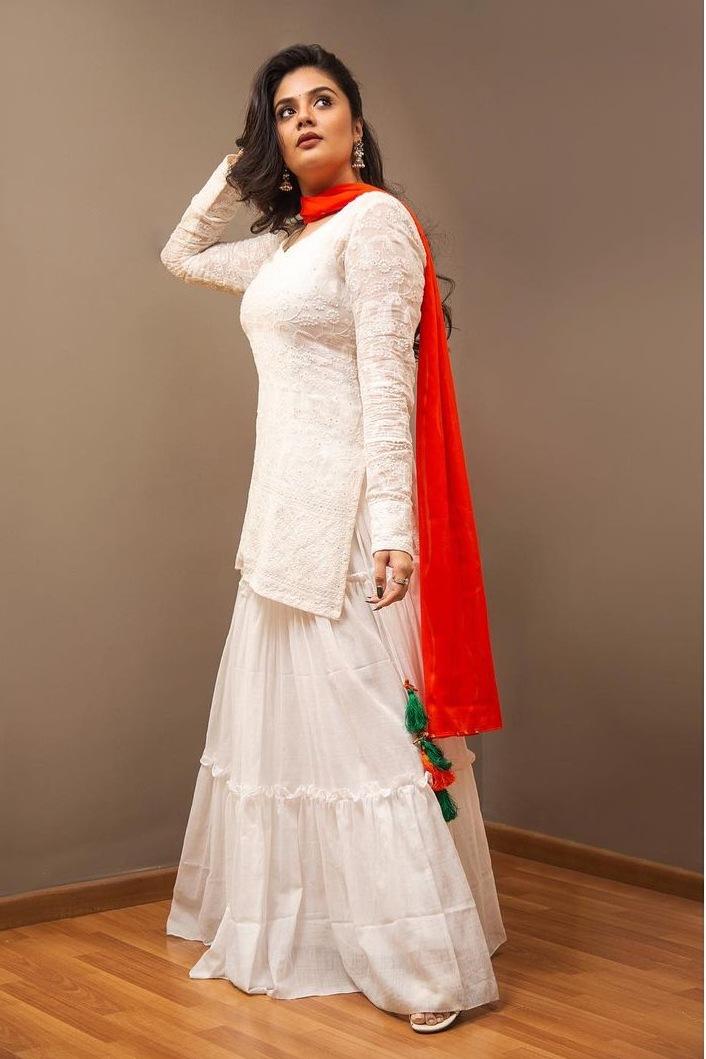 Sreemukhi in a white kurta-lehnga by rekhas for comedy stars