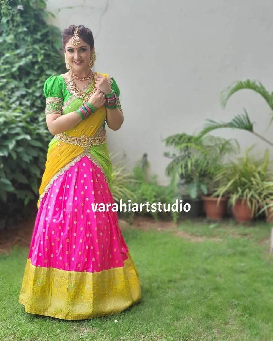 Sridevi Vijaykumar in a parrot green half saree by varahi art studio for comedy stars-4