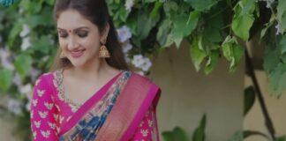 Sridevi vijaykumar in a indigo brand mandir saree for comedy stars-3