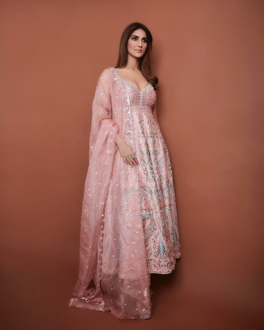 Vaani Kapoor in anita dongre outfit for bell bottom promotions-1
