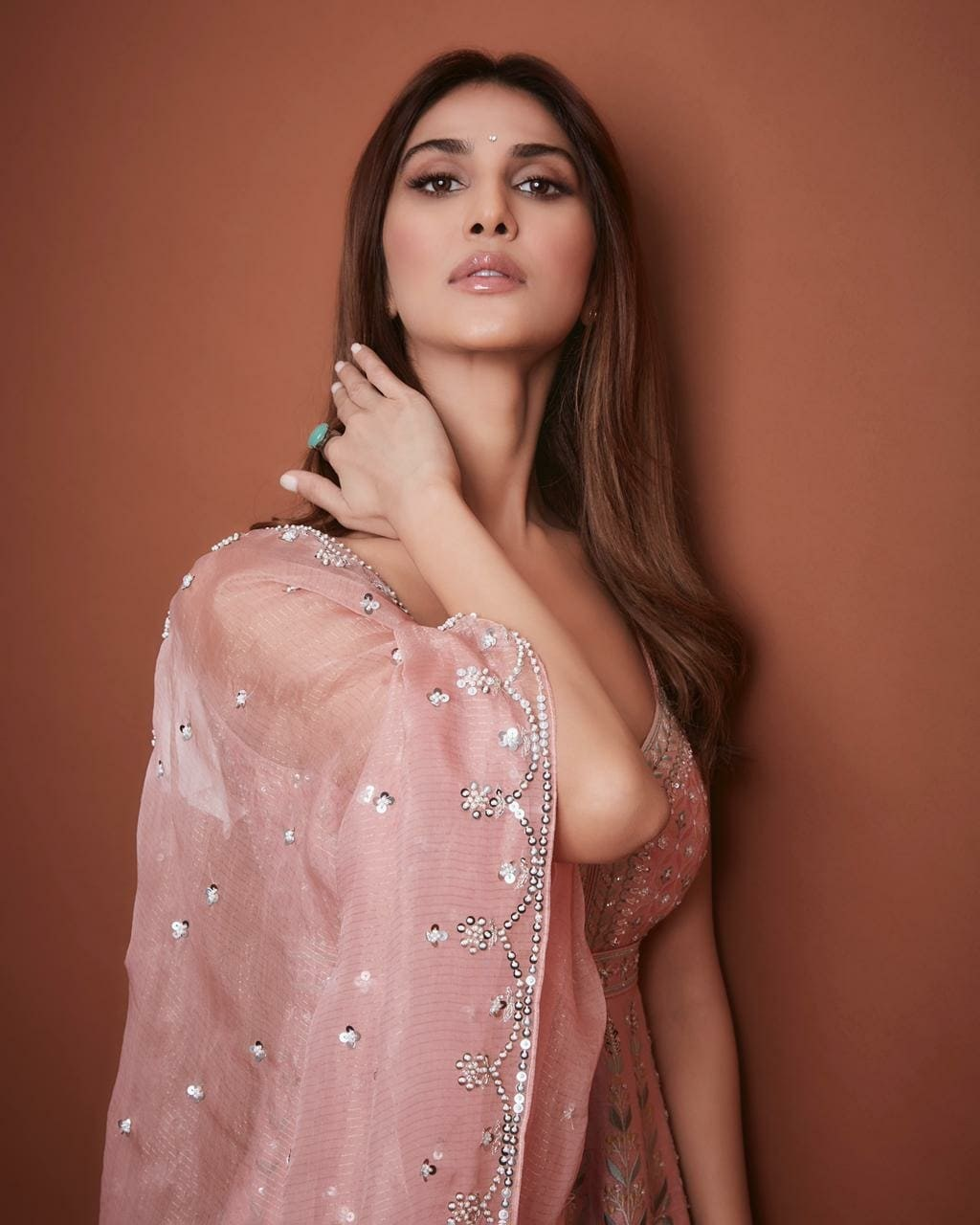 Vaani Kapoor in anita dongre outfit for bell bottom promotions-3