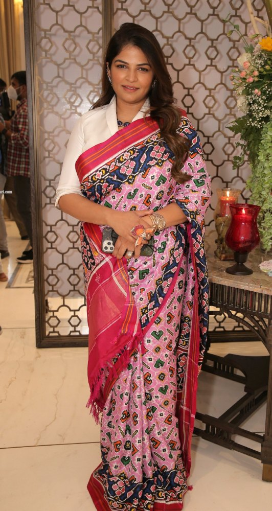 Viranica Manchu in a pink double ikat saree b y Label vida for a store opening-1.2
