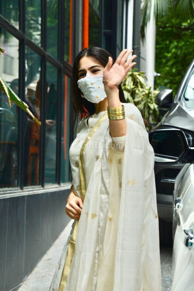 sara ali khan in an ivory suit set -3