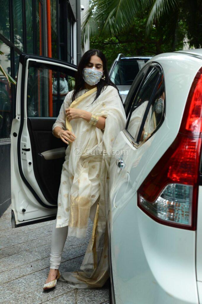 sara ali khan in an ivory suit set -4