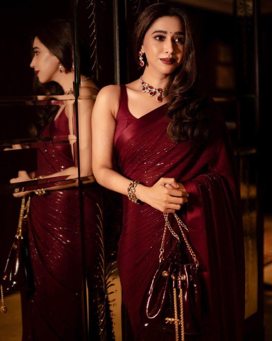 Aarti Ravi in a maroon sabyasachi saree-1