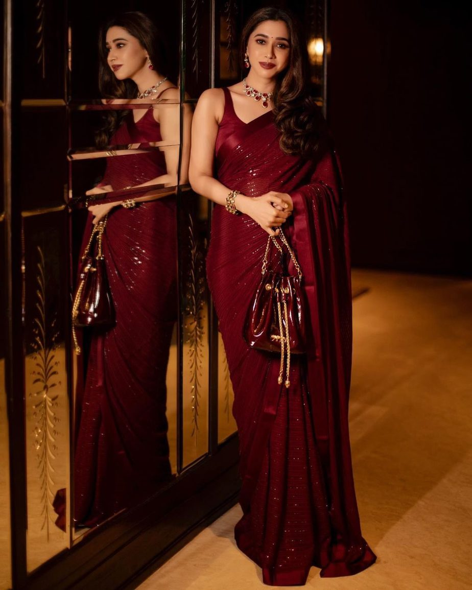 Aarti Ravi in a maroon sabyasachi saree-4