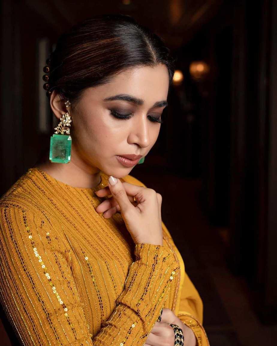 Aarti Ravi in a yellow kurta set by Sabyasachi-4