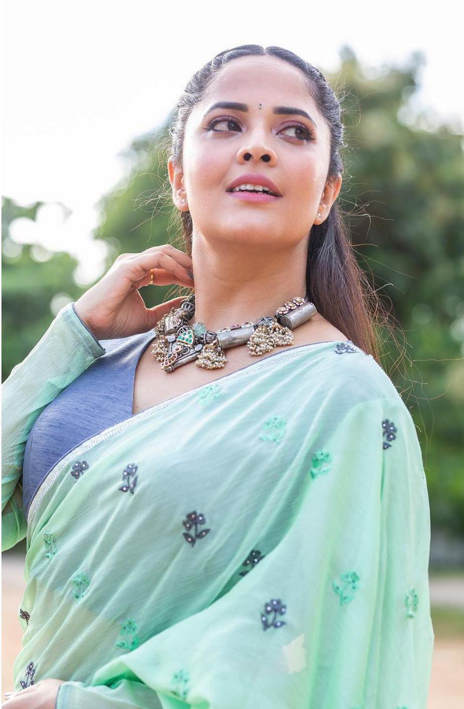 Anasuya Bharadwaj in a sea green saree by vasavi couture for jabardasth-2