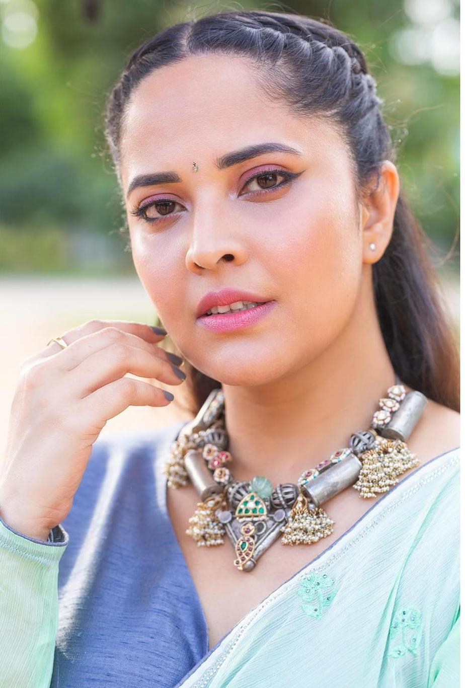 Anasuya Bharadwaj in a sea green saree by vasavi couture for jabardasth-3
