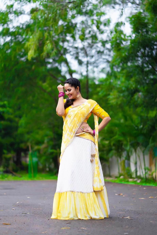 Anasuya Bhradwaj in yellow half saree by Gauri Naidu for Jabardasth-1