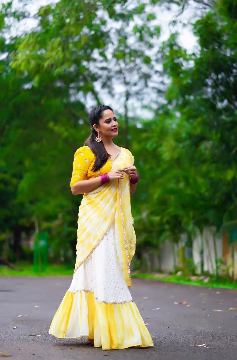 Anasuya Bhradwaj in yellow half saree by Gauri Naidu for Jabardasth-4