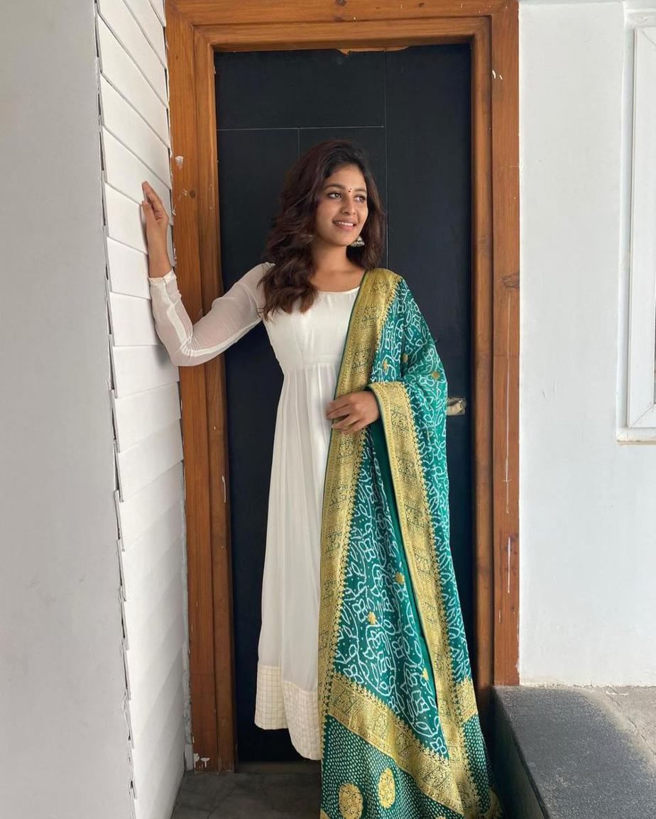 Anjali in white bhargavi kunam anarkali set for RC15-launch-1