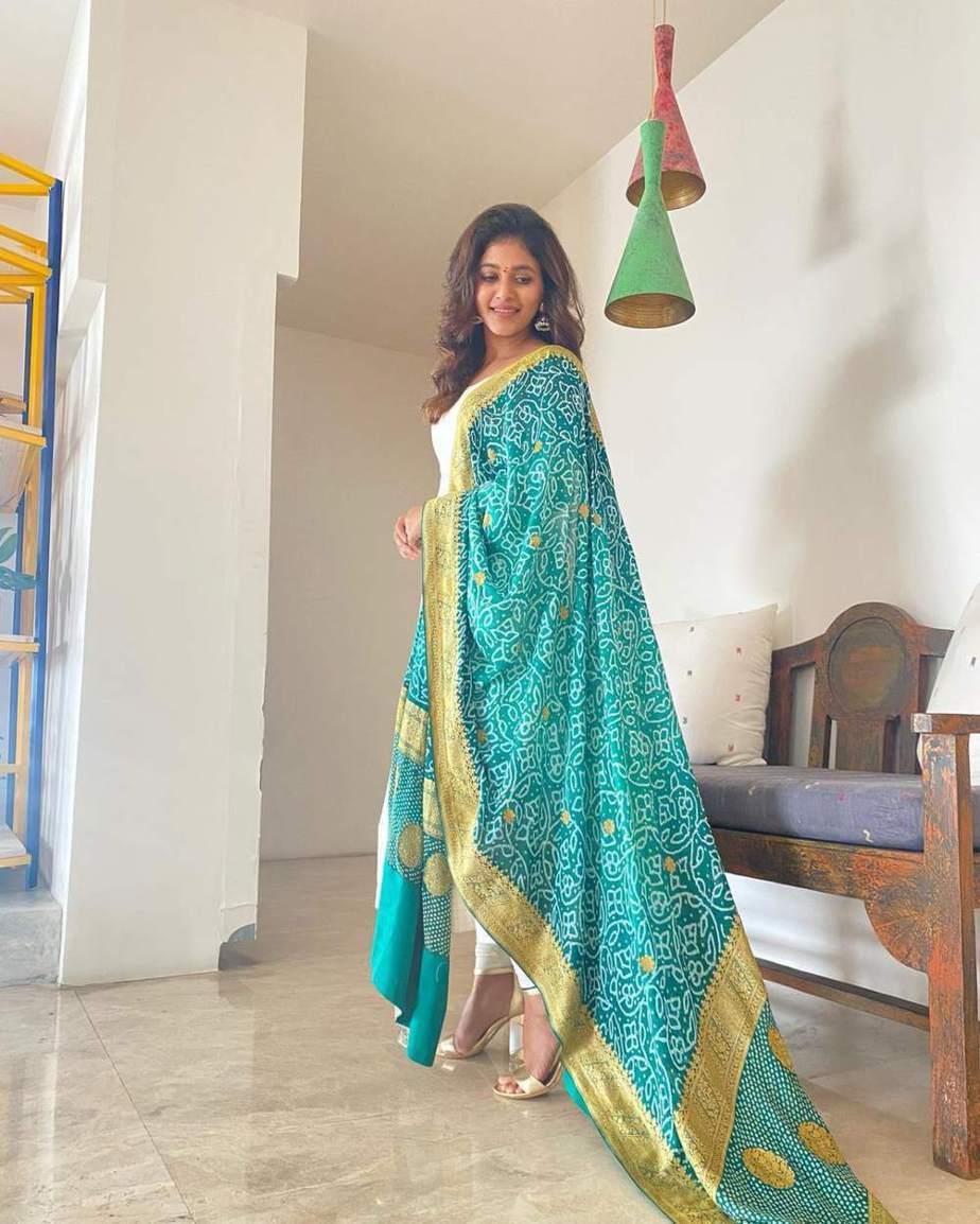 Anjali in white bhargavi kunam anarkali set for RC15-launch-2