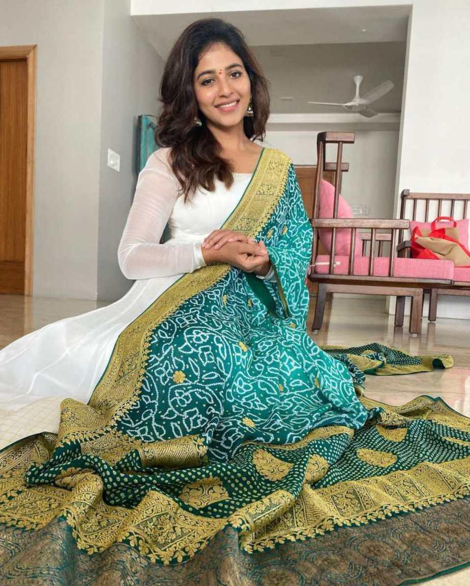Anjali in white bhargavi kunam anarkali set for RC15-launch-4