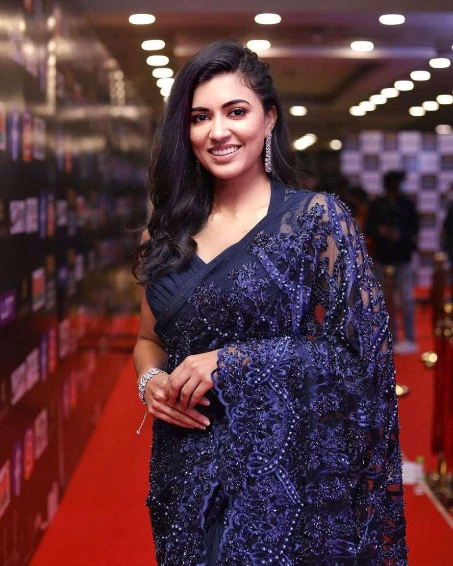 Anju Kurian in a navy blue saree by Paris de boutique at siima-2
