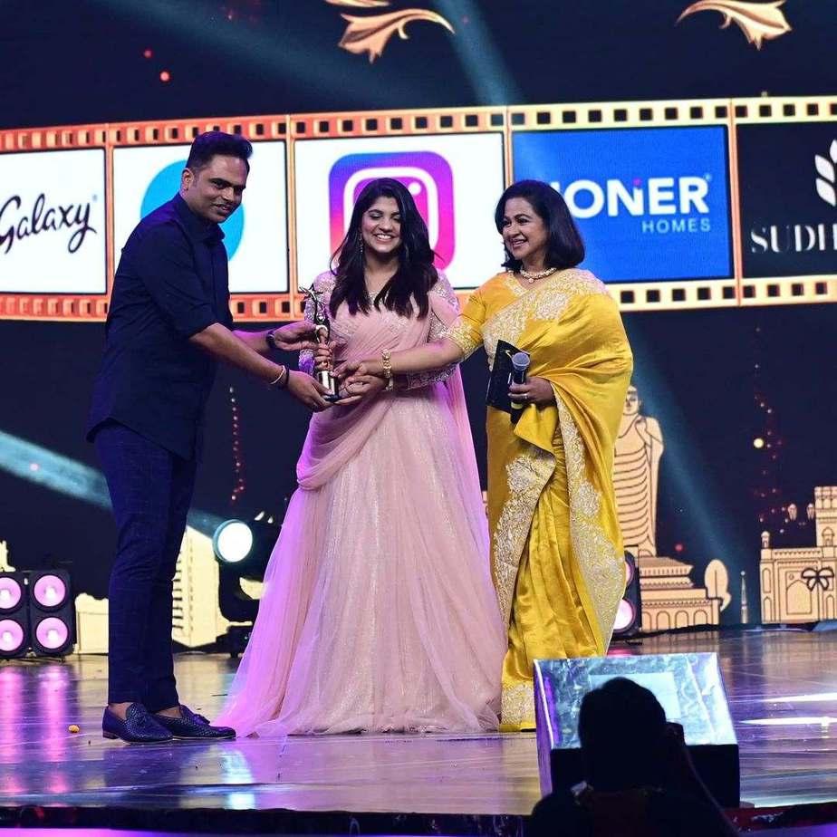 Aparna Balamurali in soft pink lehenga set by Thunnal for SIIMA 2021