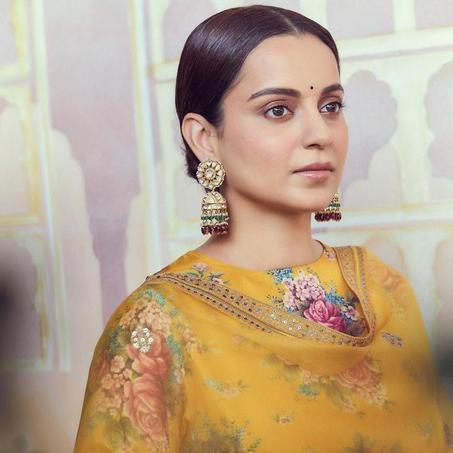 Kangana Ranaut in yellow Sabyasachi kurta set for Ganesh chaturthi-1
