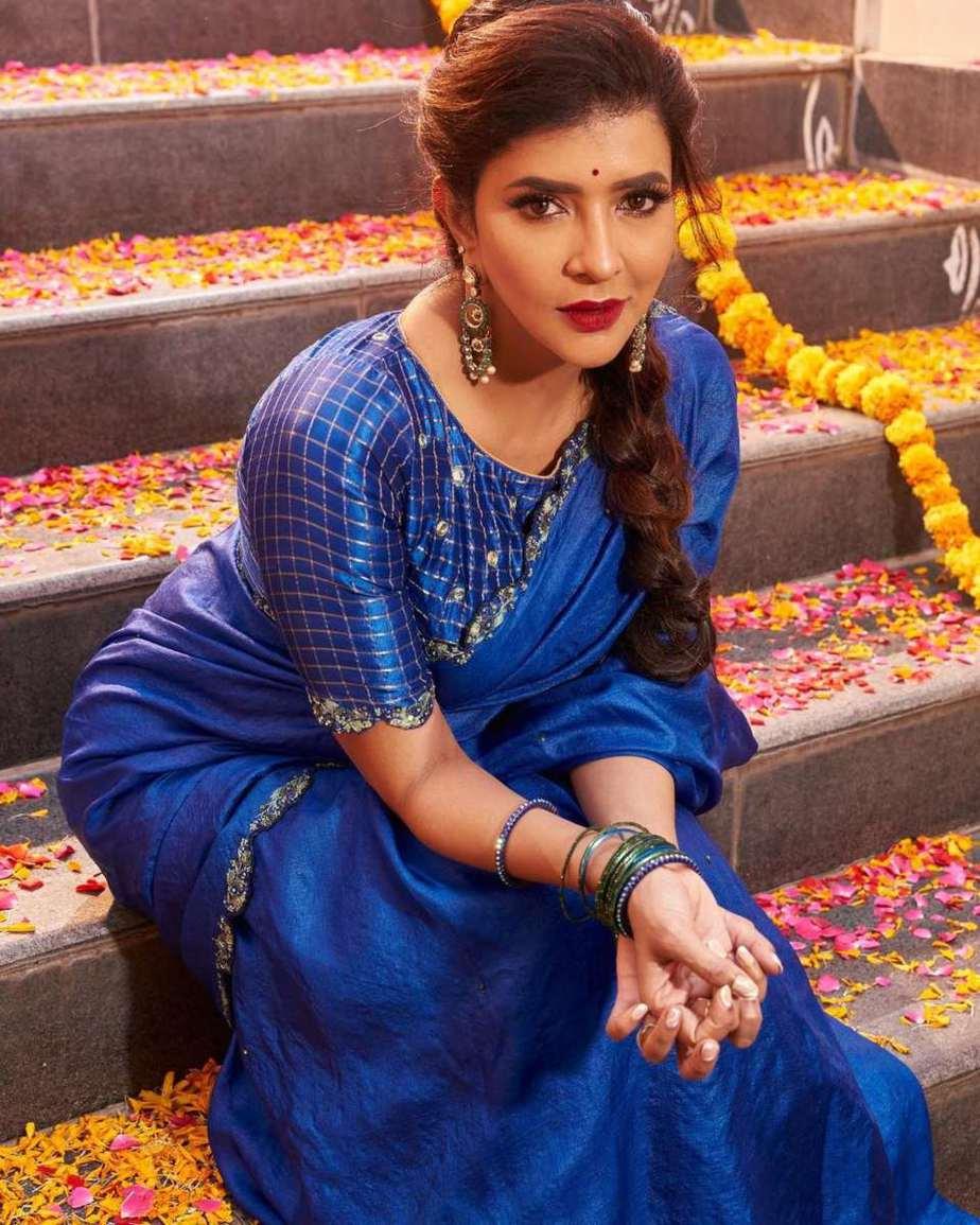 Lakshmi manchu in a blue saree-1