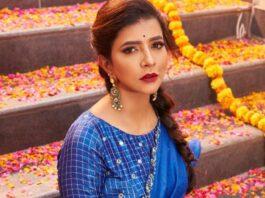 Lakshmi manchu in a blue saree-2