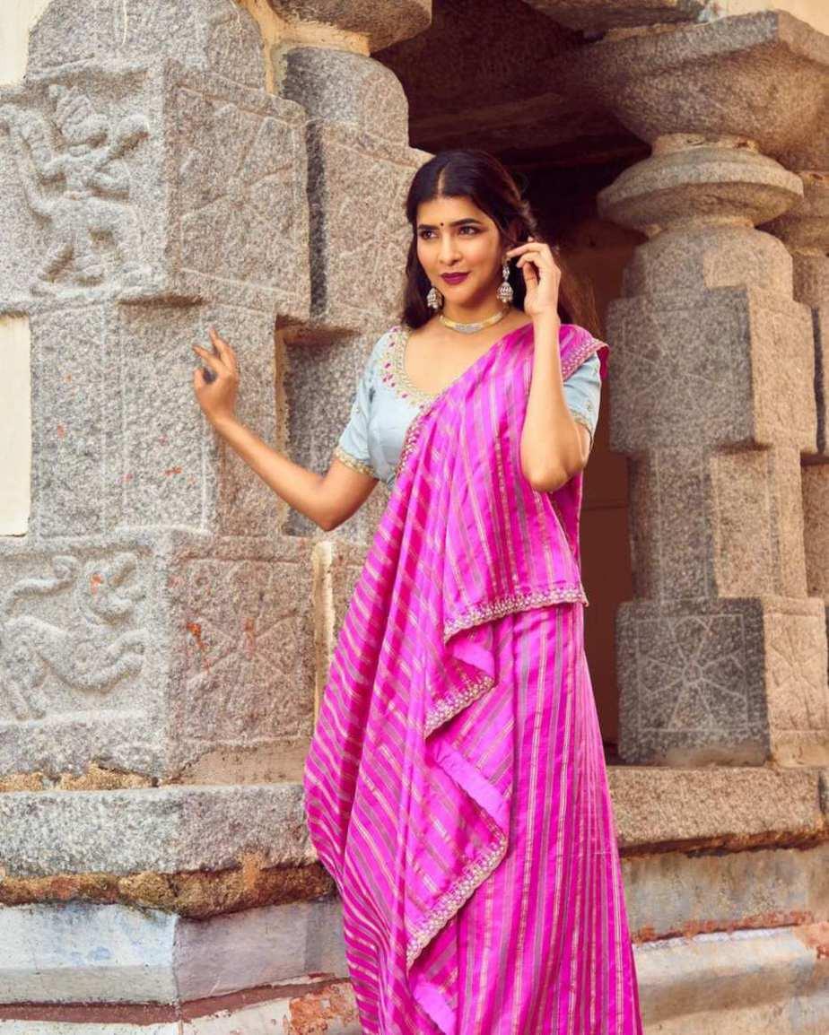 Lakshmi manchu in a pink saree-1