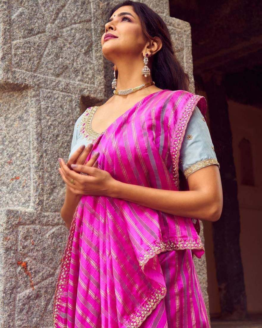 Lakshmi manchu in a pink saree-3