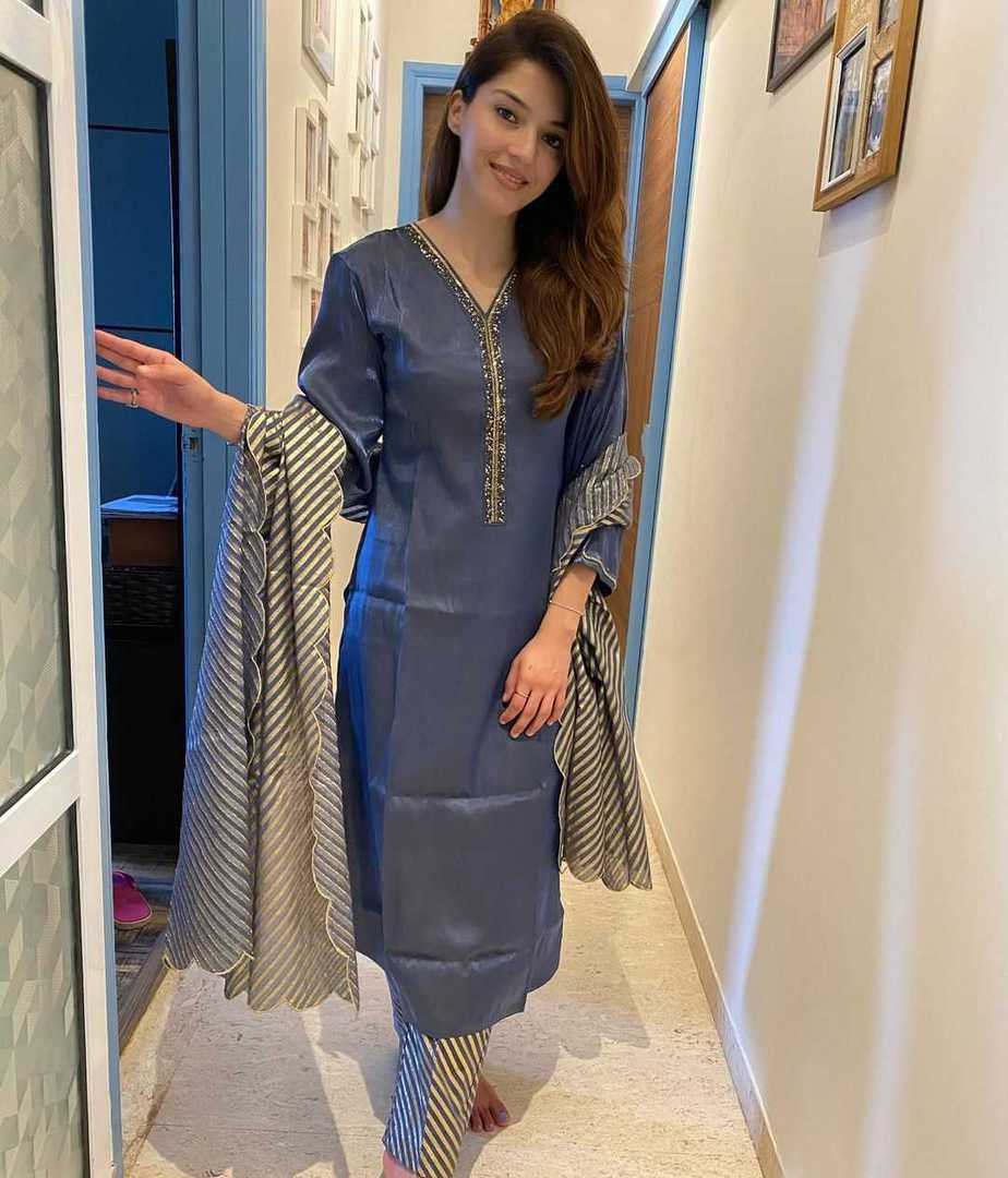 Mehreen Pirzada in blue outfit by anantaa-1