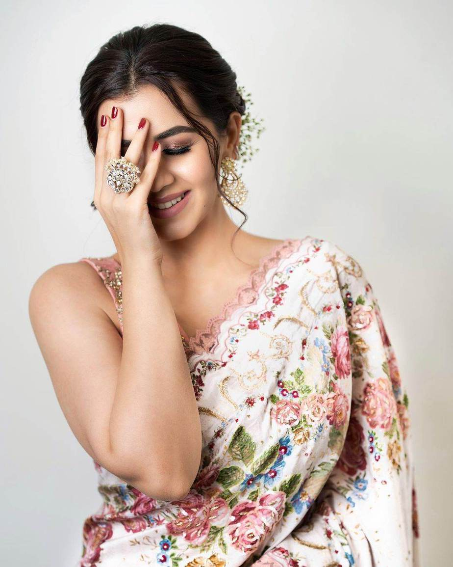 Nikki Galrani in an ivory saree by Gazal gupta-2