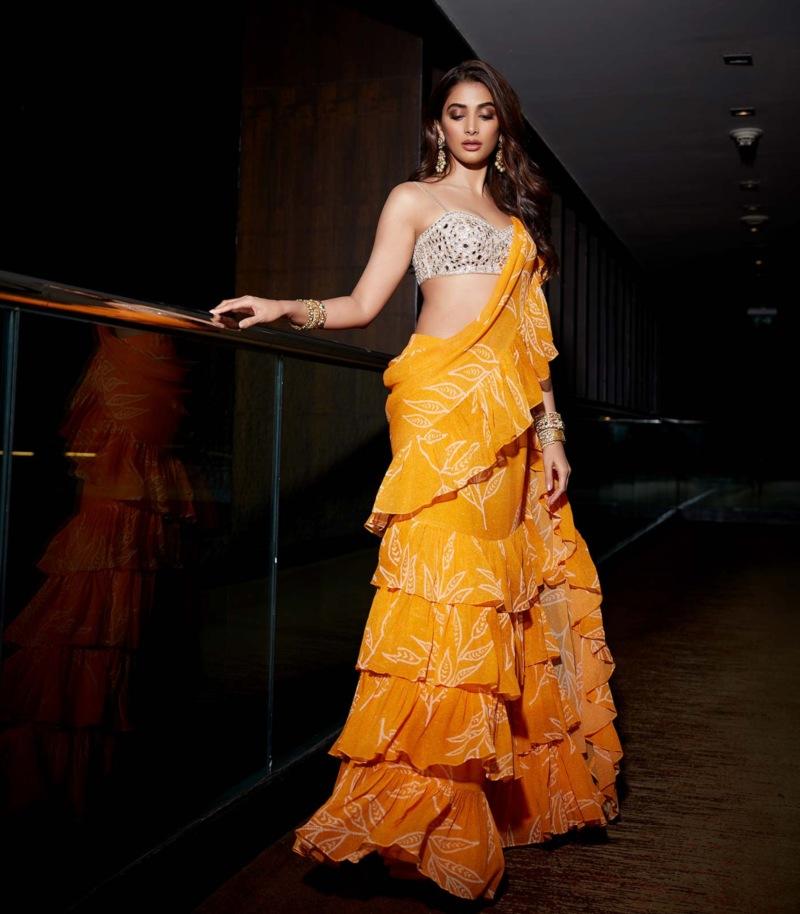 Pooja Hegde in Arpita Mehta yellow saree for Sakshi awards-4