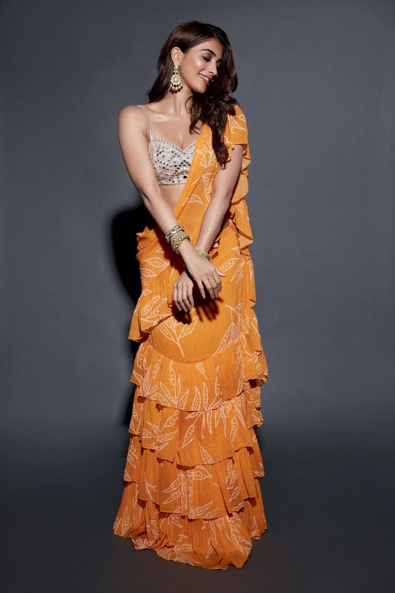 Pooja Hegde in Arpita Mehta yellow saree for Sakshi awards
