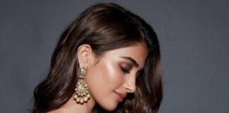 Pooja Hegde in yellow arpita mehta saree for Sakshi awards-1.3