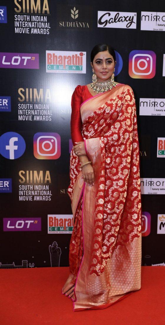 Purnaa in a red pattu saree for SIIMA-2021-1