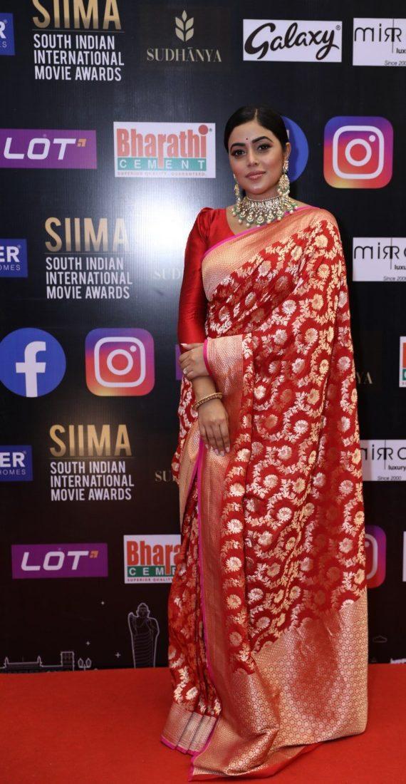 Purnaa in a red pattu saree for SIIMA-2021-2