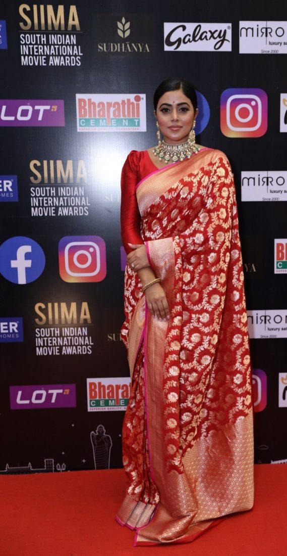 Purnaa in a red pattu saree for SIIMA-2021