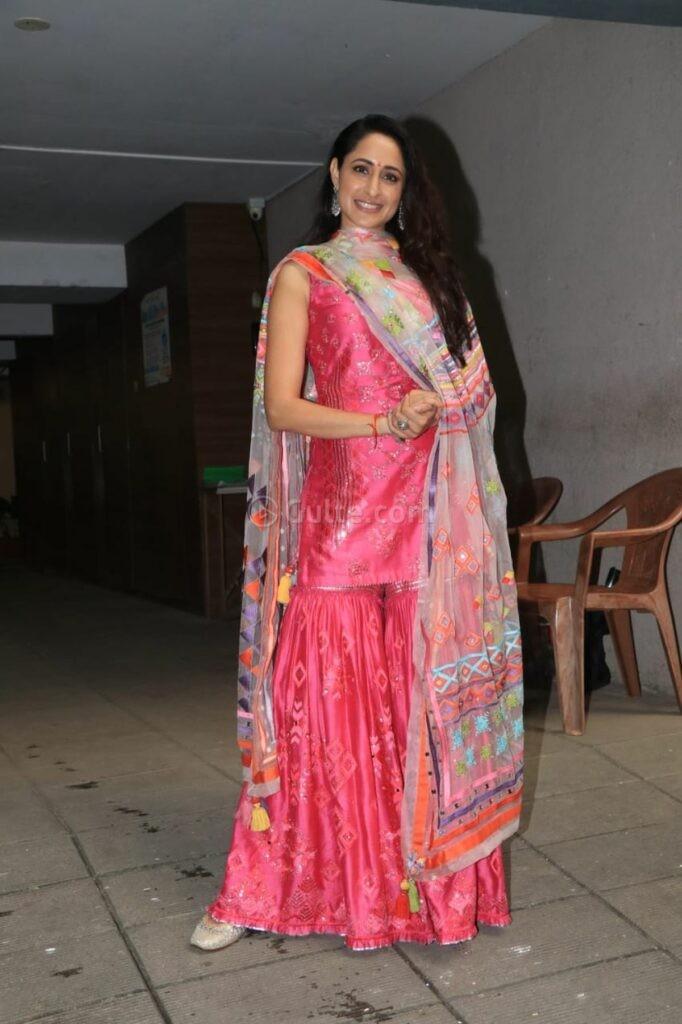 Pragya jaiswal in pink sukrit -aakriti for Ganesh Chaturthi-1