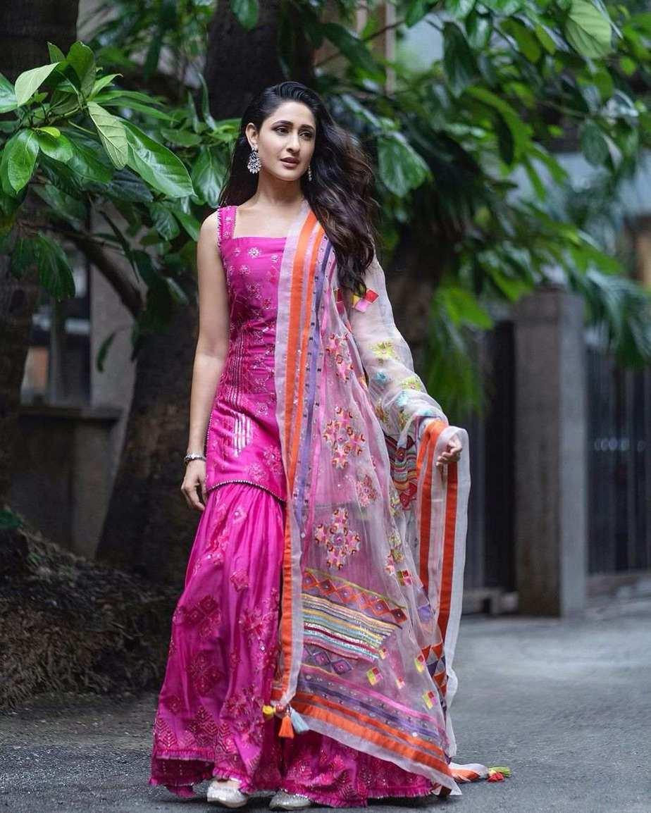 Pragya jaiswal in pink sukrit -aakriti for Ganesh Chaturthi-4